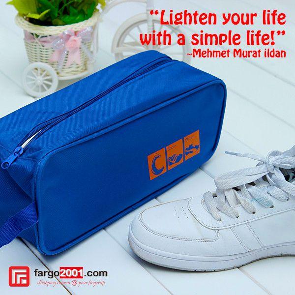 Jangan biarkan pakaian di dalam tas Anda menjadi kotor dan bau karena sepatu atau sandal yang Ada di dalam ! Gunakan Travelling Sandals Bag Organiser, packing dan travelling akan jauh lebih mudah ! http://fargo2001.com/sports-165/travel-amp-outdoor-activities-188/others-346/travelling-sandals-bag-organizer-1386.html