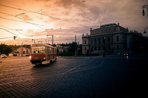 トラム(プラハ市電):中世の空気で満ちた千年の歴史を誇る百塔の街 プラハ - ガジェット通信