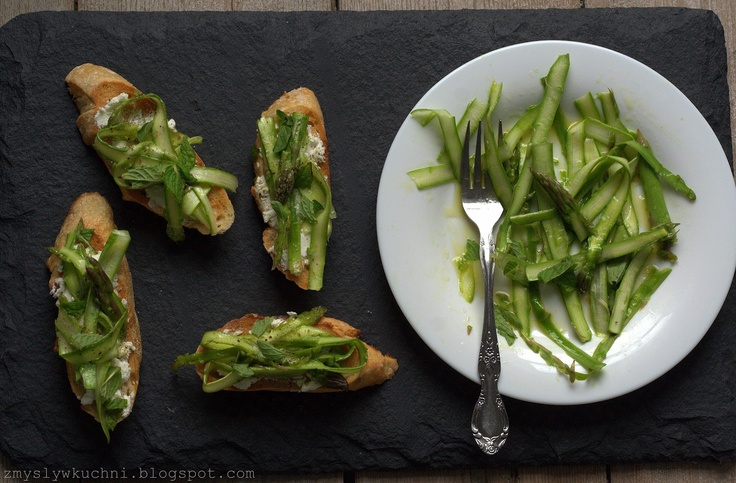 Shaved asparagus & goat's cheese crostini