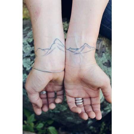Tatouage poignet montagne tatoo compris pinterest - Tatouage lune poignet ...