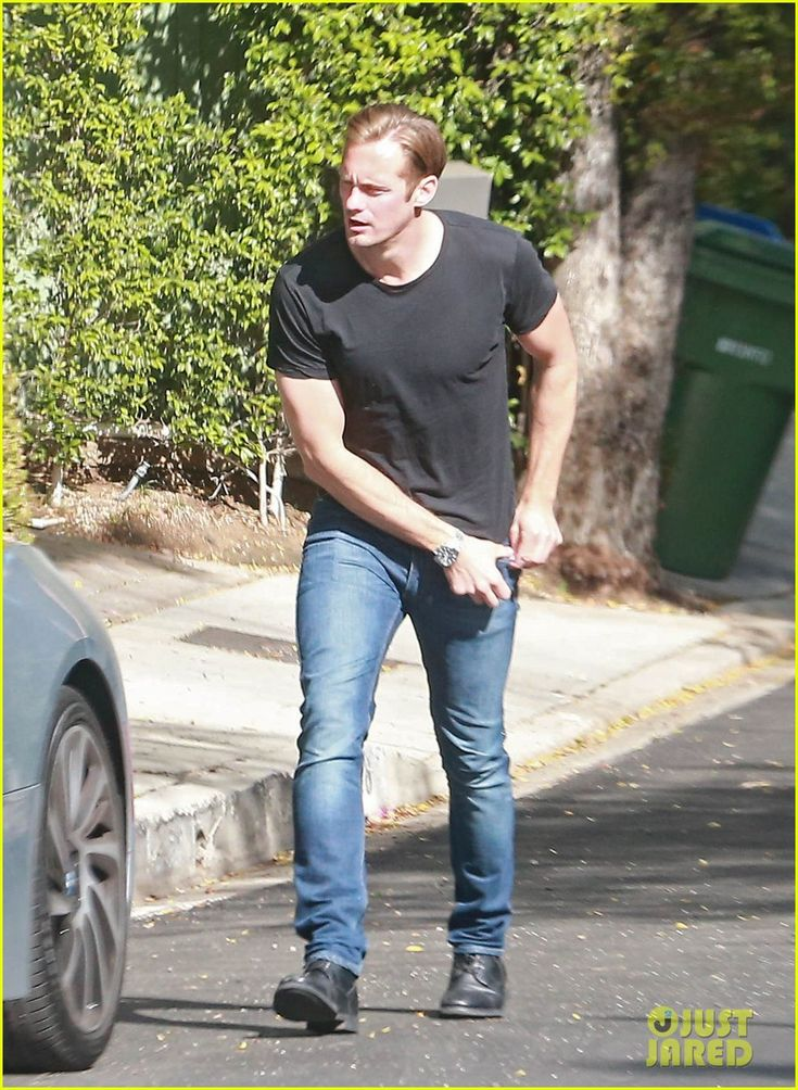 Alexander Skarsgard Discusses Playing Tarzan in 'Legend of Tarzan': Photo #3640385. Alexander Skarsgard makes his way back to his car after doing some house hunting on Monday (April 25) in Los Angeles.    The 39-year-old The Legend of Tarzan actor…