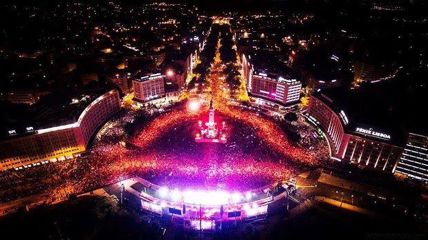 Uma das tradicionais festividades de Lisboa, de Portugal, da diáspora portuguesa, das ex-colónias portuguesas... realiza-se no Marquês de Pombal.