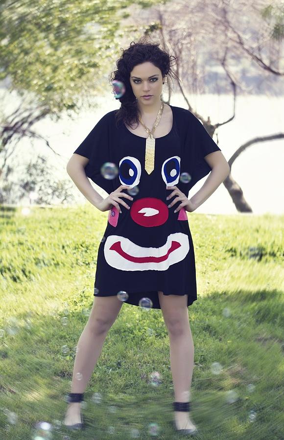 """Μπλουζοφόρεμα σε φαρδιά γραμμή με χειροποίητο απλικέ σχέδιο """" clown face""""."""