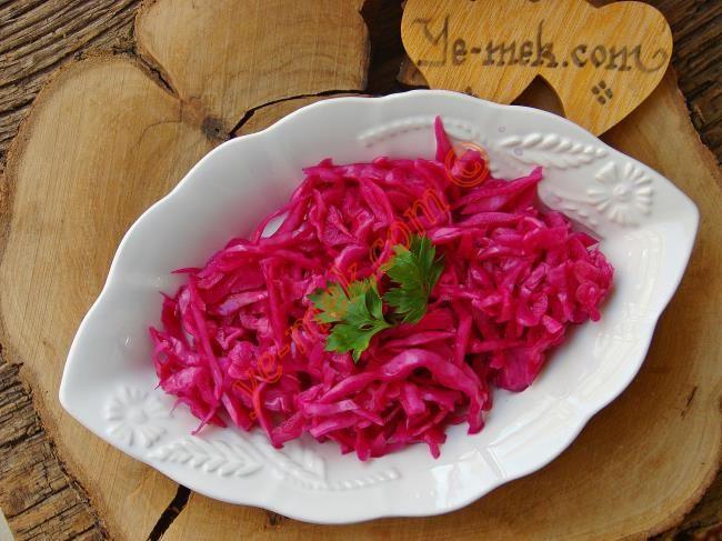 Sirkeli Kırmızı Lahana Salatası nasıl yapılır? Kolayca yapacağınız Sirkeli Kırmızı Lahana Salatası tarifini adım adım RESİMLİ olarak anlattık. Eminiz ki Sirkeli