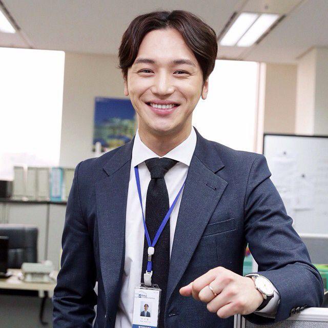 Misaeng: A smiling Byun Yo Han