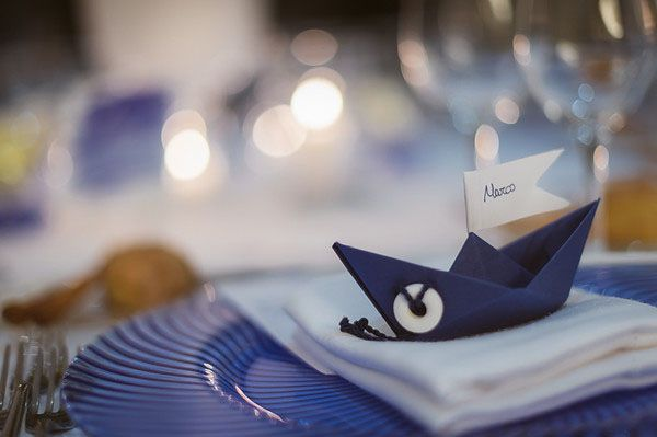 a paper boat place card for a nautical wedding http://weddingwonderland.it/2015/04/matrimonio-nautico-taormina.html