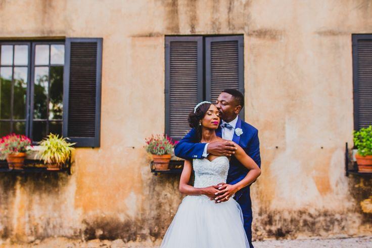 Photo pose idea for wedding couple