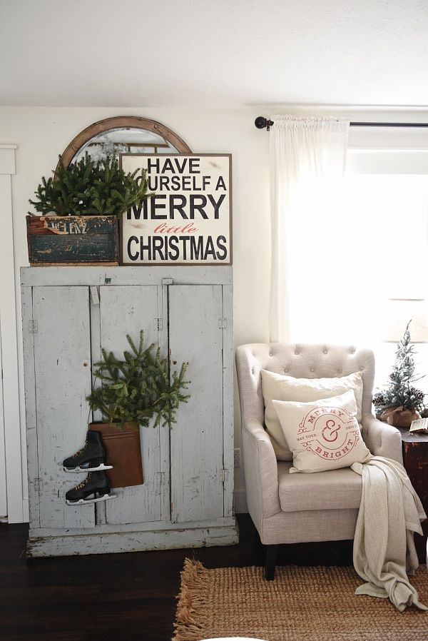 Cozy Cottage Christmas Home Tour - Filled with great cottage Christmas decor !