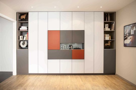 grand placard sur mesure coulissant sous pente. Black Bedroom Furniture Sets. Home Design Ideas