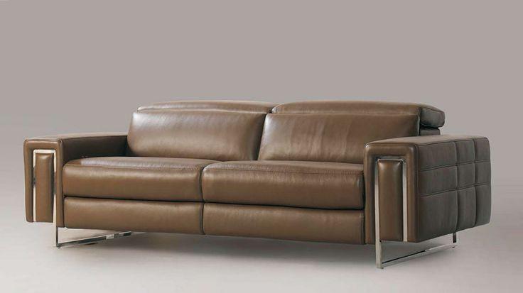 Jedna z našich nových sedaček. Tato se vyznačuje neobvyklým designem nohou.