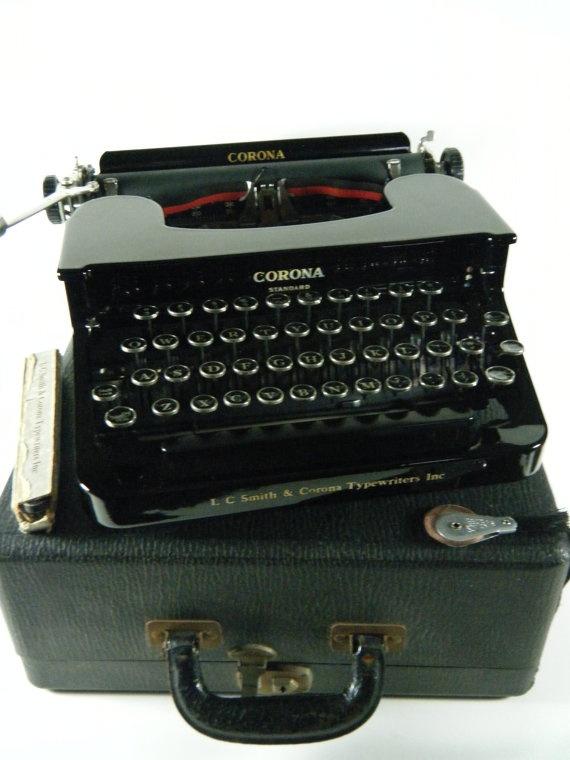 1937 Vintage LC SMITH & CORONA Standard portable manual typewriter, glossy black, glass keys, flat top model 1C