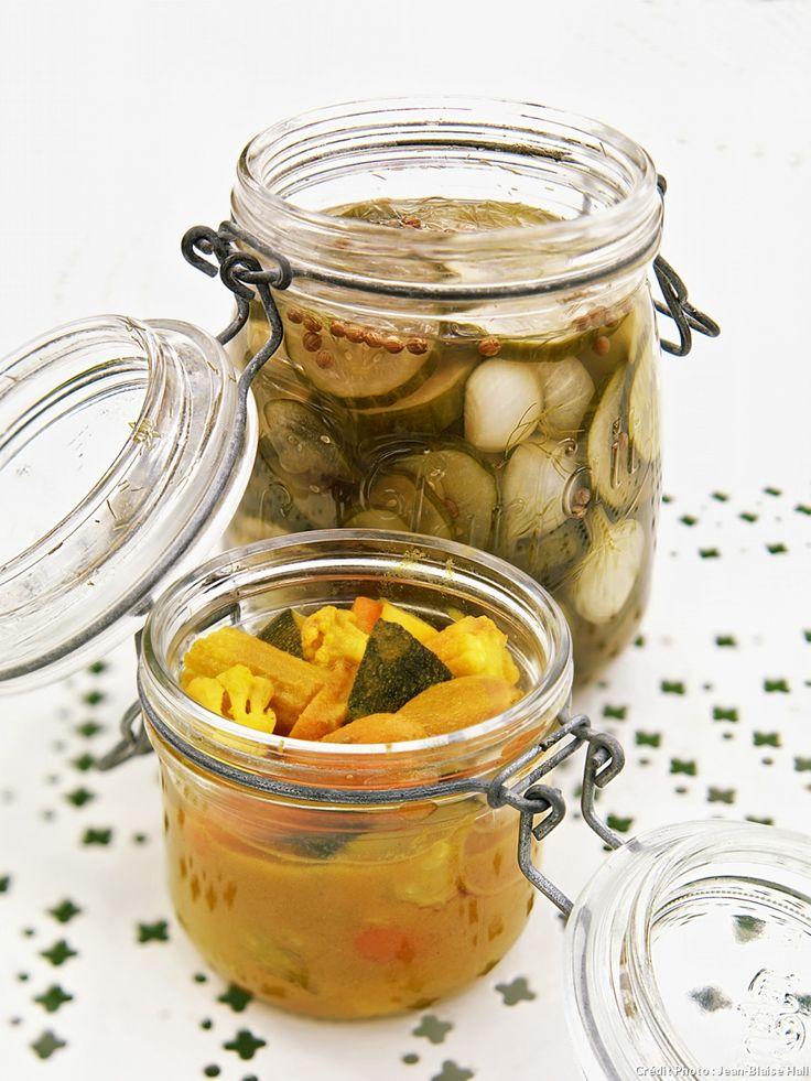 Les pickles sont des légumes frais « cuits » dans le vinaigre, qui s'utilisent généralement en accompagnement des sandwichs et des hamburgers.