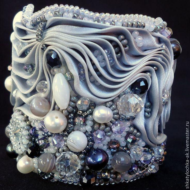 Light Gray браслет из шибори, страз, бисера, камней, бусин. Handmade.