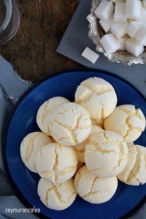 Nişastalı beyaz kurabiye tarifi ağzınıza aldığınızda hatta elinize aldığınızda bile dağılıp giden nefis, son derece kolay ve pratik kurabiye tariflerinden bir tanesi. Piştiği zaman ...