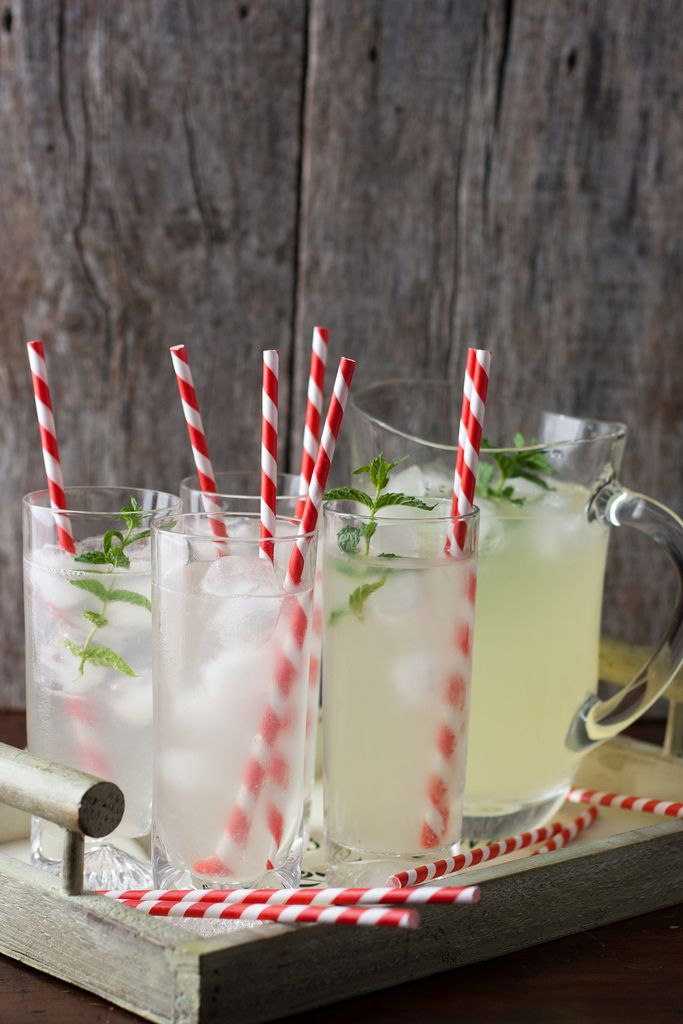 Ginger lemonade: Squeeze 4 lemons. Grate 2 cm fresh ginger and add to juice. Strain (press pulp into strainer with the back of a spoon to extract the essence of ginger). Add 6 tbsp sugar. Add 2/3 part water to 1/3 part juice. Serve on ice with mint sprigs.