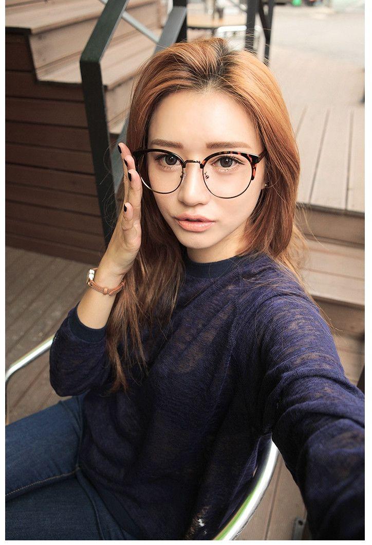 今流行りのメガネとは!?シンプル派のメガネ フレーム 流行りアイテム紹介!     1.メガネフレームおすすめキャットアイメガネおしゃれフレーム韓流レディース安いメガネショップ金属メタル大きいフレーム度付き ナイロールデザインとメタルの完璧コラボ、時下一番流行りのキャ...