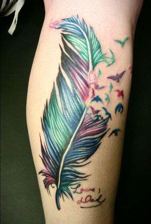 Idee tatuaggio piuma - Tatuaggio con piuma multicolor