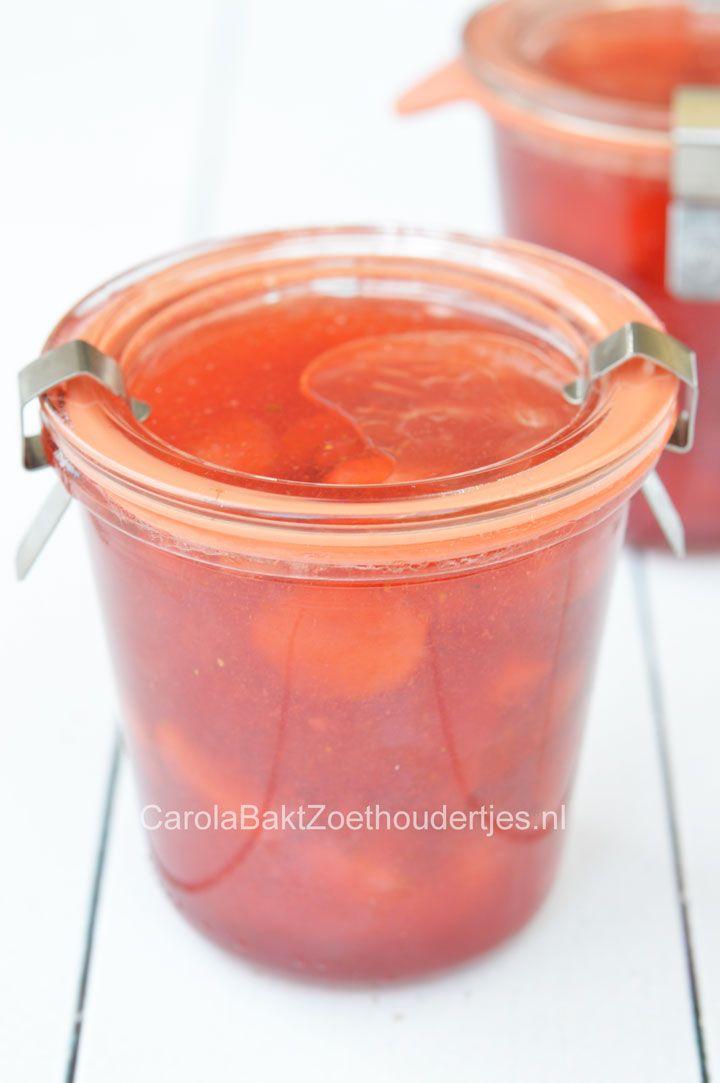 Aardbeienjam zelf maken, met of zonder geleisuiker. Maar het is ook mogelijk zonder suiker. Je kunt zelfs chiazaden gebruiken in plaats van pectine!
