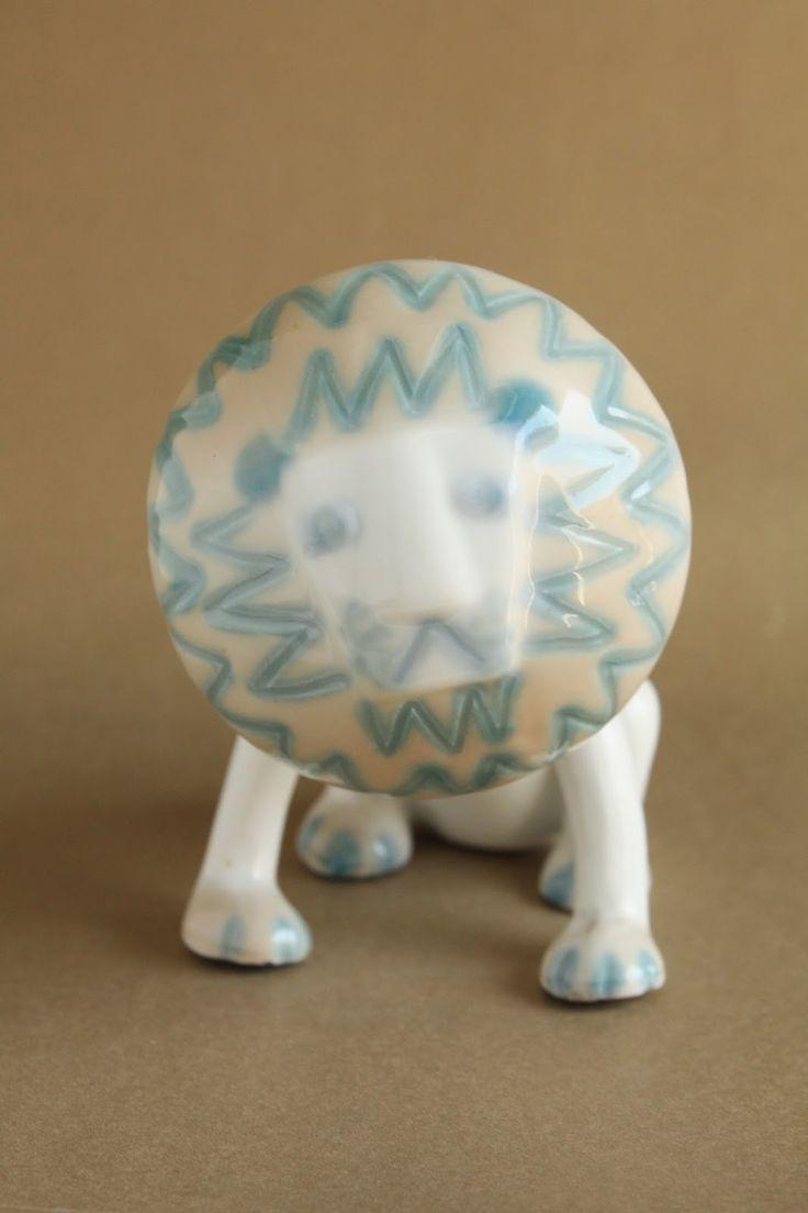 Retró porcelánok: Ülő oroszlán - Aquincum porcelán