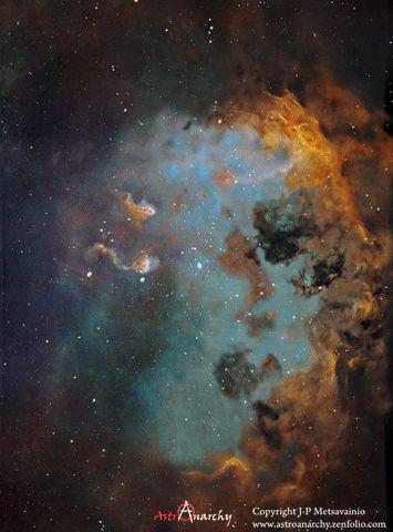 Ca vaut vraiment le coup d'aller voir l'image sur le site d'origine : La nébuleuse IC410 située à quelque 12.000 années-lumière de la Terre, en direction de la constellation du Cocher.