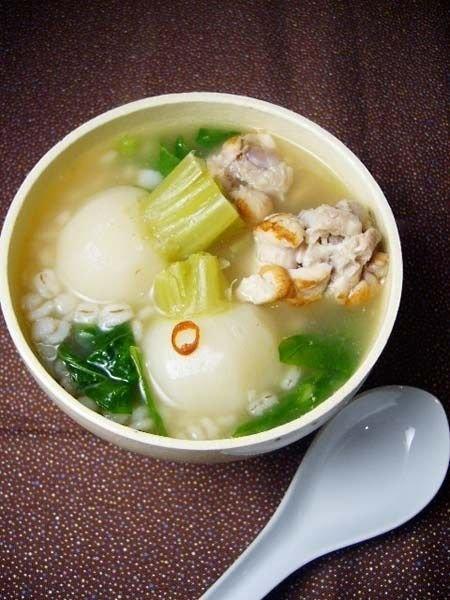 【ELLE a table】かぶと鶏肉と押麦の中華風スープレシピ エル・オンライン