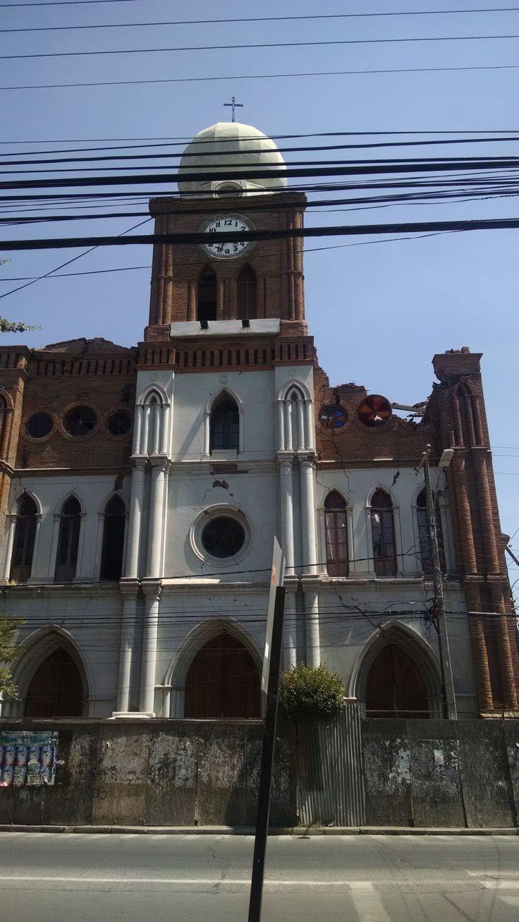 Iglesia San Francisco de San Fernando, VI Región, Chile.  A 5 años del último terremoto, aún está en reparaciones.