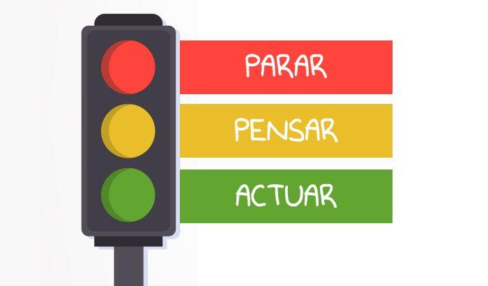 La técnica del semáforo tiene como objetivo aprender a controlar los impulsos y gestionar las emociones de los niños de una forma adecuada.