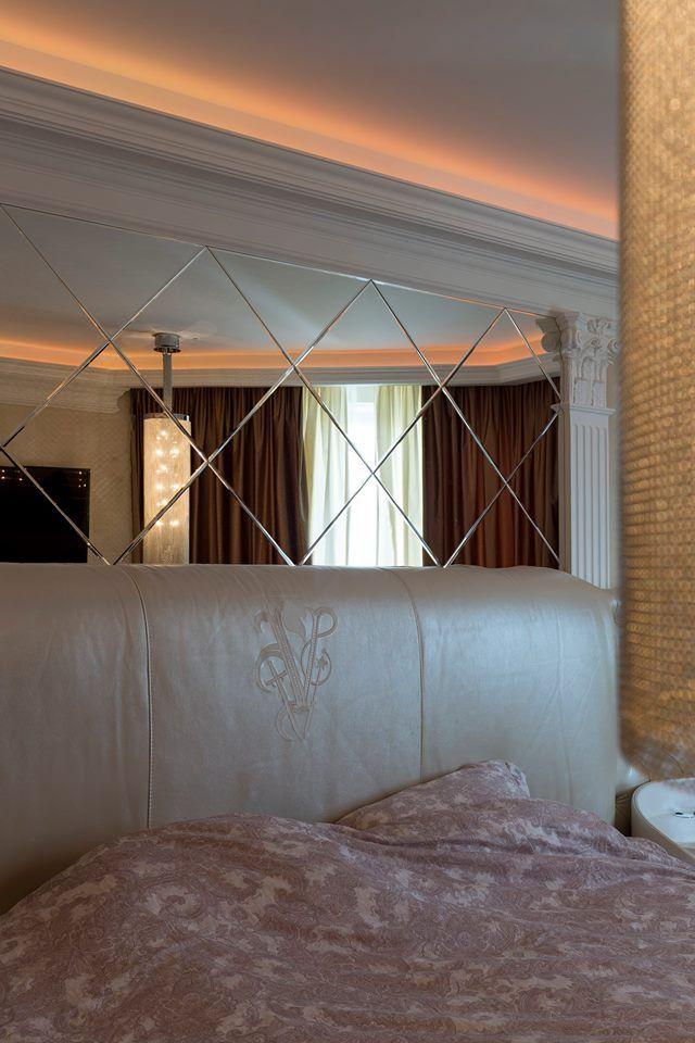 Данный проект выполнен силами нашей компании в 2016г. Зеркальное панно в спальню. В проекте использовалось зеркало серебро 4мм с фацетом 10мм. . Установка зеркала производилась с помощью скрытого крепежа. Проект реализован в г. Москва, ул. Заповедная.