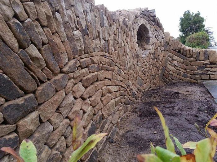 trockenmauer natursteine verlegen mauerwerk mauerer steinkunst