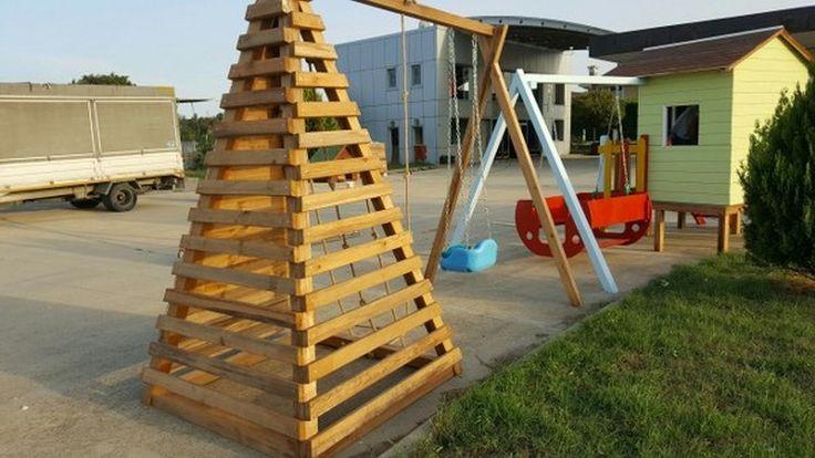 Piramit tırmanma platformu  1 adet 2'li salıncak; 1.sınıf emperenye edilmiş ithal çam ağacı, 2 yıl montaj, 10 yıl çürümelere karşı  ahşap garantisi ,İstanbul içi nakliye montaj dahildir. İstenilen ebatlarda yapılır.    GÖKHAN BAYRAM : 0507 413 4818