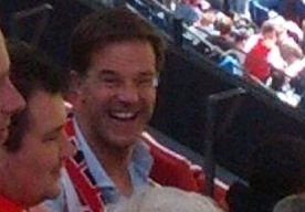29-Apr-2013 10:11 - PREMIER RUTTE MET FEYENOORD-SJAAL GESPOT IN KUIP. Premier Mark Rutte was zondag een van de aandachtige toeschouwers bij Feyenoord - Heracles (6-0). De minister-president is al jaren een fan van…...