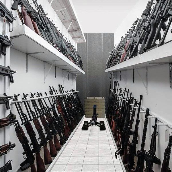 103 best awesome gun rooms images on pinterest gun for Gun vault room