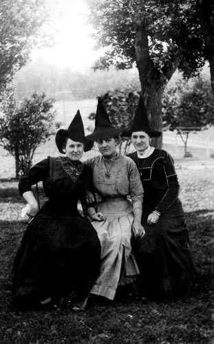 The 3 witches ... which one will you be seated next to? better be nice to Carole…
