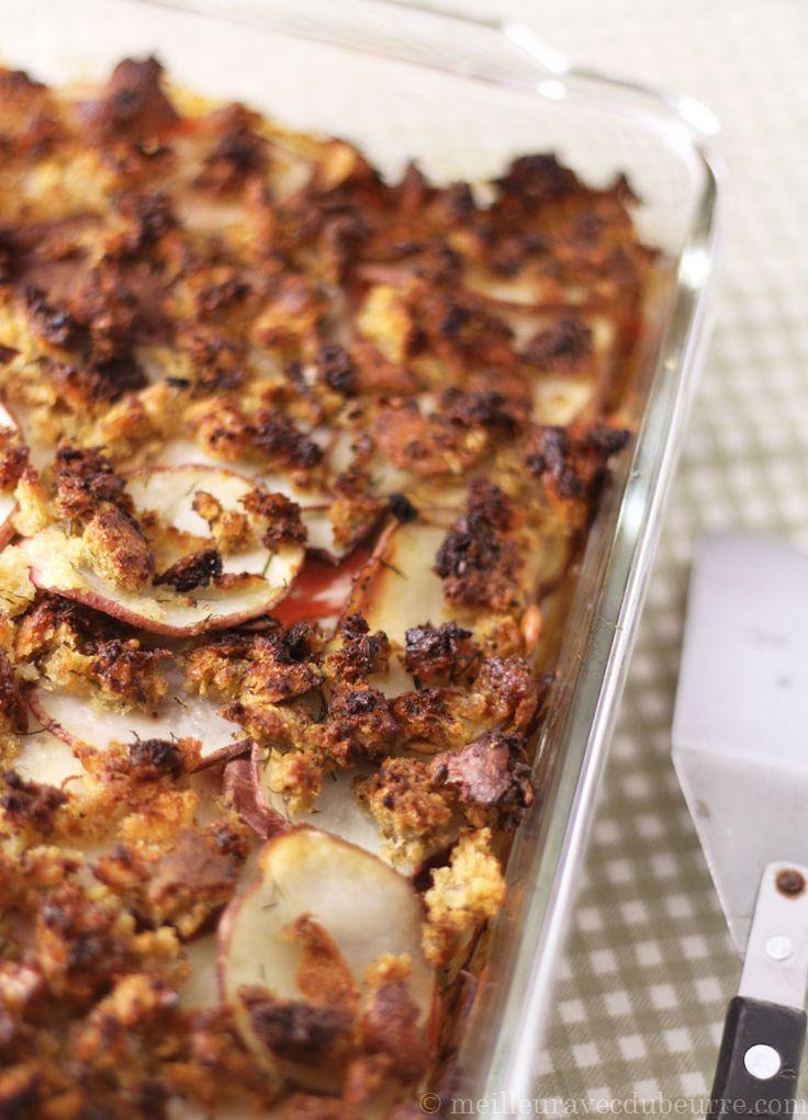 Étagé de pommes de terre, de poireau et de saumon fumé, surmonté d'un croustillant au raifort. Une recette qui peut servir tant pour le souper que pour le brunch, et qui se réchauffe bien pour les lunchs du lendemain.