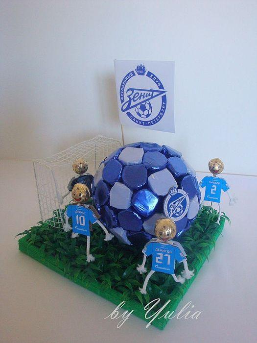 CANDY~ SOCCER BALL MADE OUT OF RECCES PEANUT BUTTER CUPS--футбольный мяч из конфет (3)
