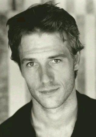 michael vartan | Michaël Vartan... I love this look...he gad same look in Never Been Kissed.....