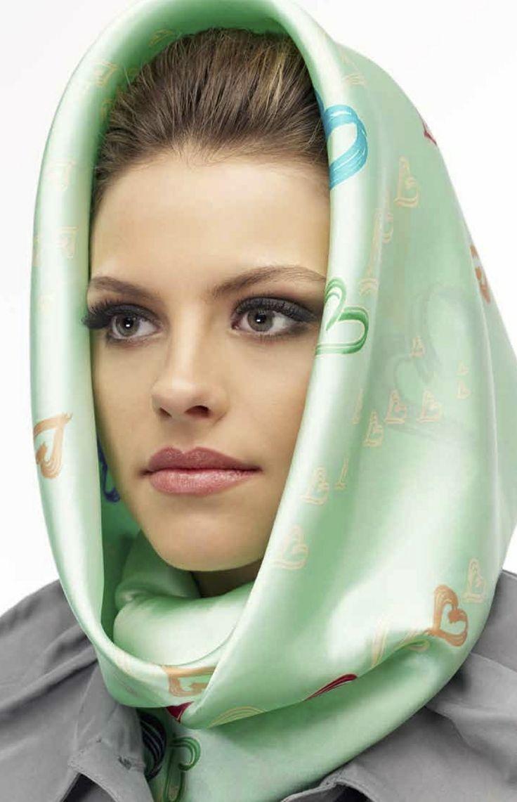 Les 196 meilleures images du tableau foulards en soie sur pinterest foulards turbans et - Foulard pour cheveux tendance ...
