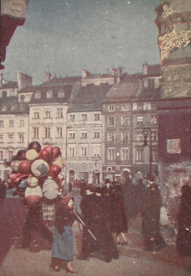 Warszawa - Rynek Starego Miasta, widok ze Świętojańskiej i Zapiecka na kamienicę pod Lwem i stronę Barssa, fot. barwna Jan A. Neuman (1938)