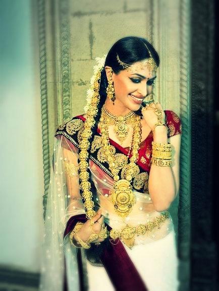 South Indian bride.  Bridal jewelry http://www.shaadiekhas.com/blog-wedding-planning-invitation-wordings/glitter-with-wedding-jitters/
