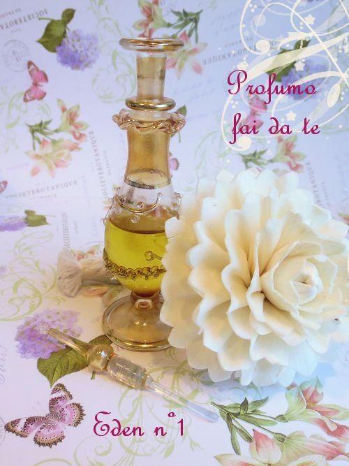Ricetta profumo fai da te su base oleosa con olio di jojoba ed oli essenziali (arancio dolce, ylang ylang, palmarosa e benzoino). Facilissimo!