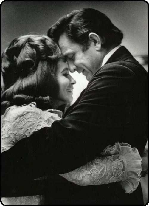 Two most talented country musicians ever. Johnny Cash & June Carter Cash. Rip<3 they don't make love like that anymore