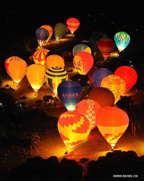 Balloonists attend a performance of ongoing 2012 H1 China Hot Air Balloon Challenge in Haikou, capital of south China's Hainan Province, June 10, 2012. (Xinhua/Guo Cheng)