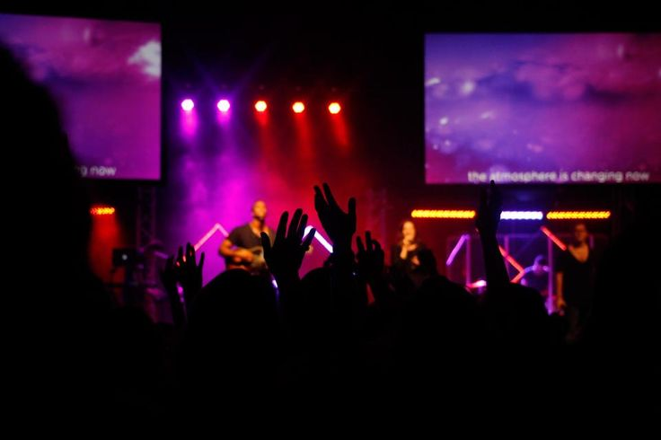 Are you working on a church media installation project? Here are a few tips on how to choose the right church projector screen size and viewing distance.