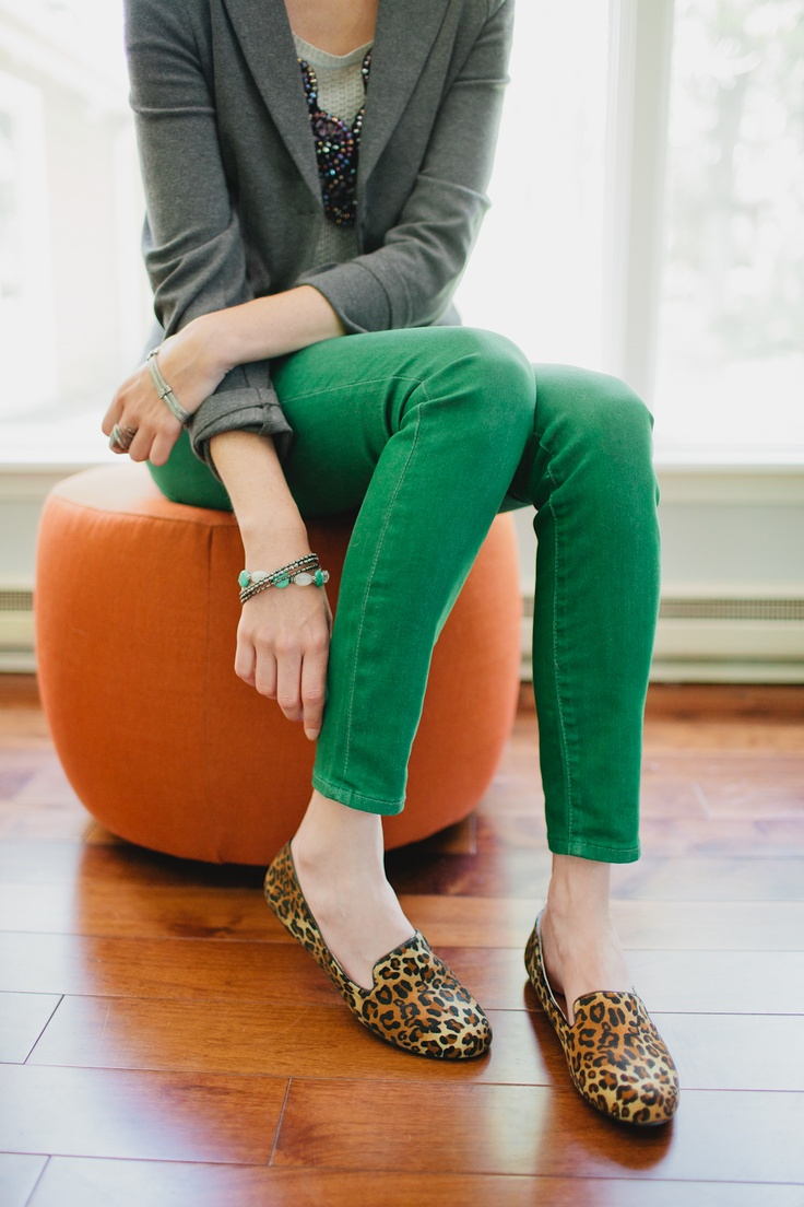 .: Green Jeans, Leopards Prints Shoes, Green Skinny, Green Tops White Pants, Leopard Loafers, Leopards Shoes Outfits, Green Pants, Leopards Loafers, Green Skinnies