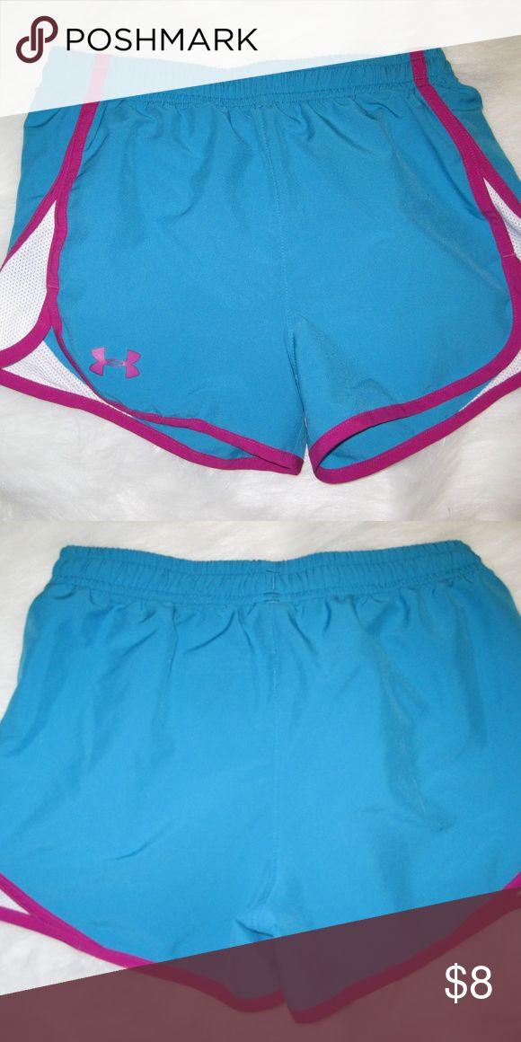 UNDER ARMOUR Youth Medium Shorts Cute Under Armour Shorts! Great condition! Under Armour Bottoms Shorts