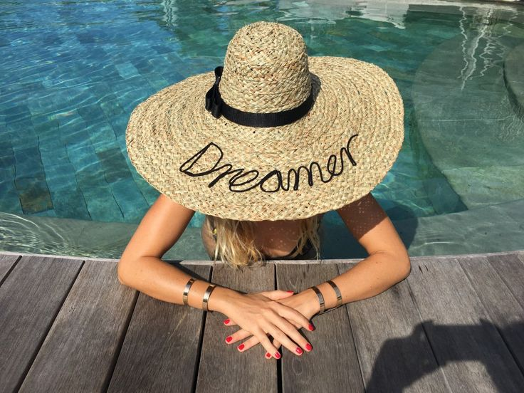 Resort dreamer  #offline #vacation #holiday #coconut #tropical #beach #dreamer #beach #bikini #bali #hat #sunhat #beachhat