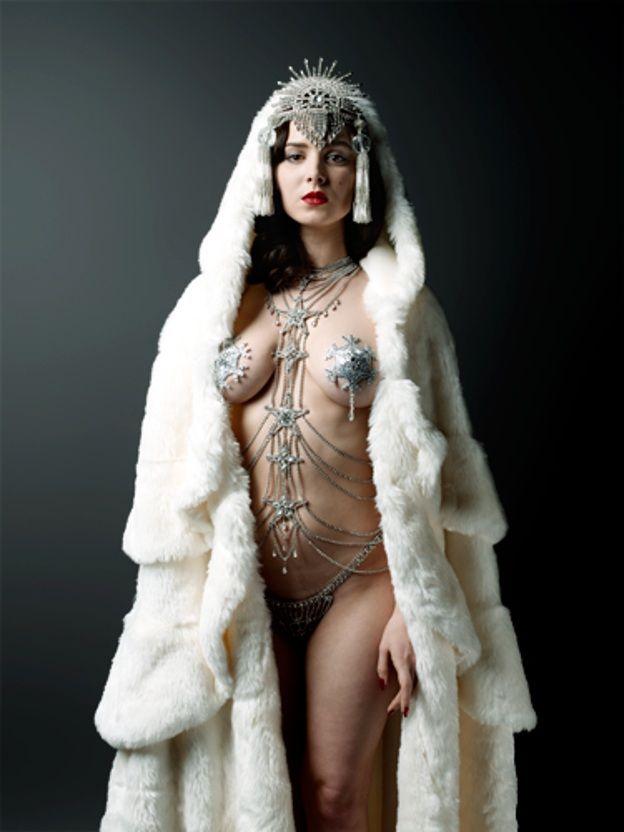 Burlesque Snow Queen Squeeeeee Scarlett Diamond -3542