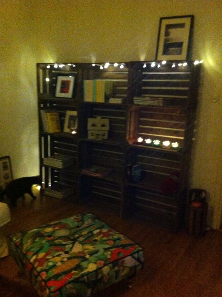 12 gamla äppellådor blir en fin bokhylla.