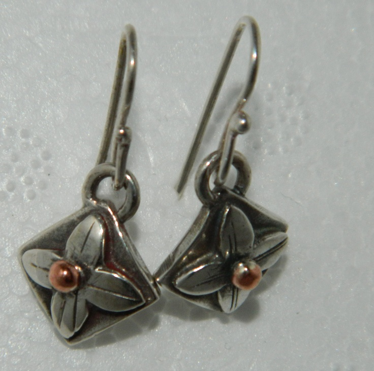 Square Flower earrings by New Zealand Artist Nic Wooding   $127 NZD  see more of her work here  http://coolstoregallery.co.nz/jewellery/nicwooding/nicwooding.htm