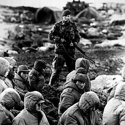 On this day in 1982, Argentina invaded the Falkland Islands leading to the start of the Falklands War pic.twitter.com/w8x17ZBqEE